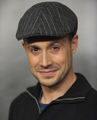 Freddie Prinze Jr. at an event for 24 (2001)