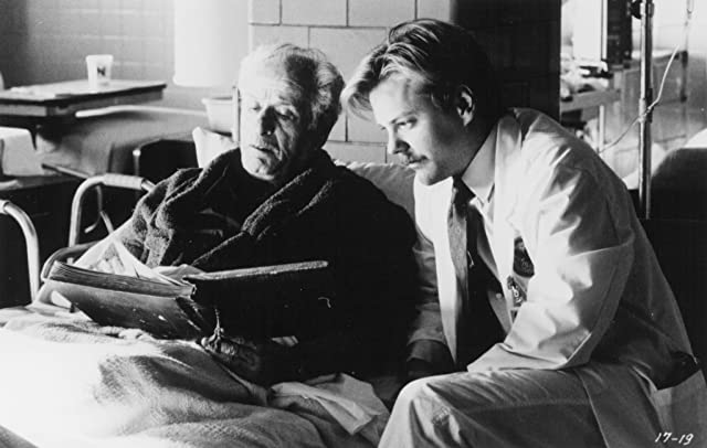 Kiefer Sutherland and Eli Wallach in Article 99 (1992)