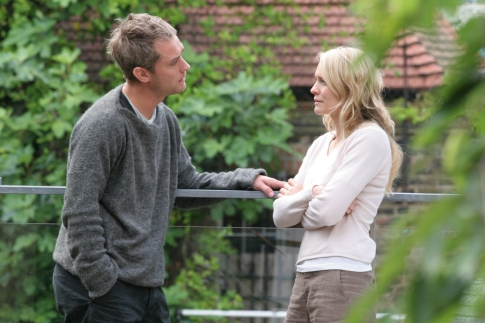 Jude Law and Robin Wright in Breaking and Entering (2006)
