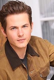 Aktori Daniel Ross Owens