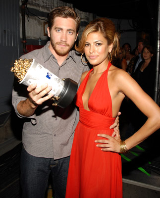Jake Gyllenhaal and Eva Mendes at event of 2006 MTV Movie Awards