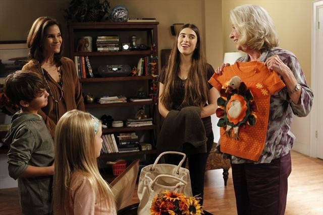 Jami Gertz, Debra Mooney, Clara Mamet, Max Charles, and Isabella Crovetti in The Neighbors (2012)