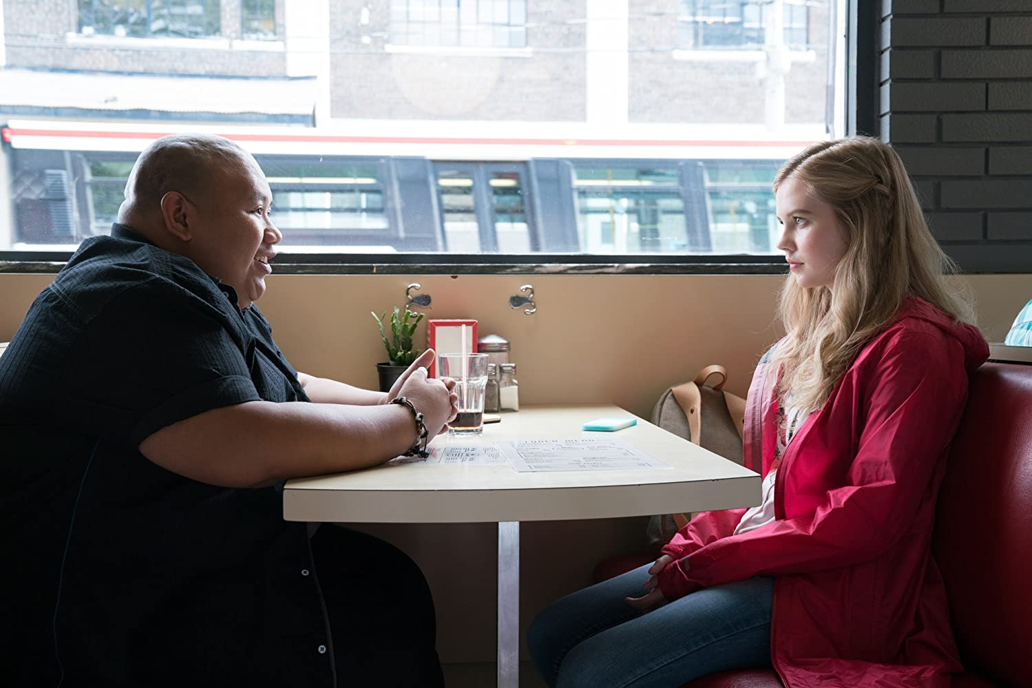 Angourie Rice and Jacob Batalon in Every Day (2018)