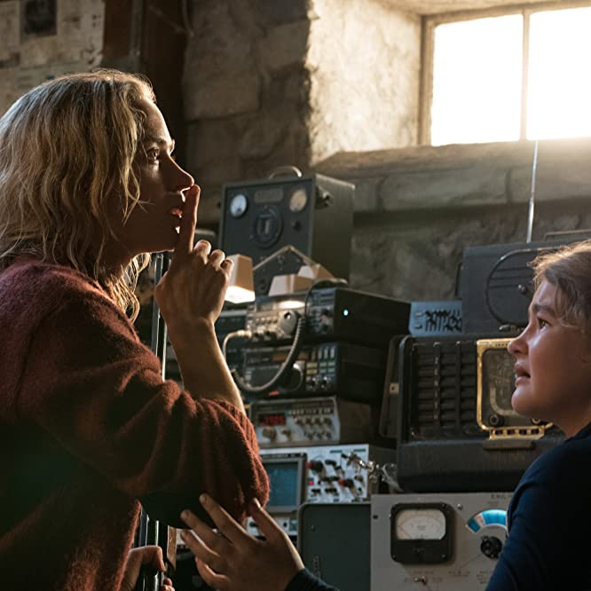 Emily Blunt and Millicent Simmonds in Sans un bruit (2018)