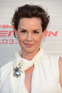 Aktori Embeth Davidtz