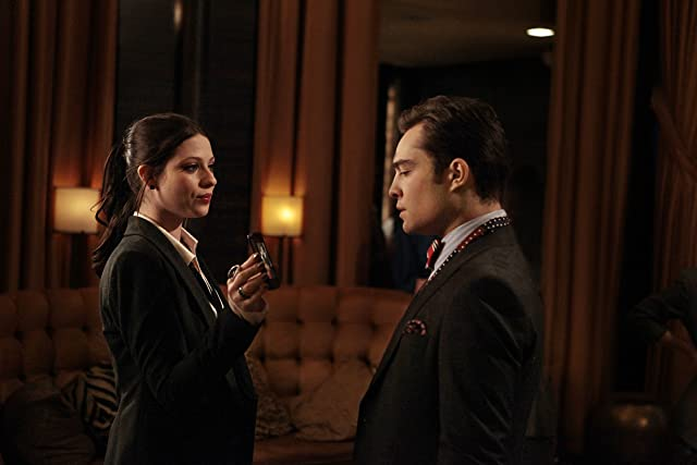 Michelle Trachtenberg and Ed Westwick in Gossip Girl (2007)
