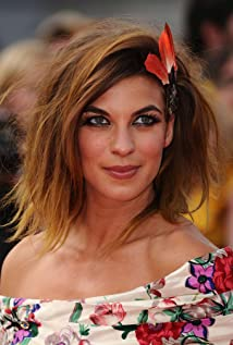 Natalia Tena - 2018 Light Brown hair & dressy hair style. Current length:  medium long hair (neck length)