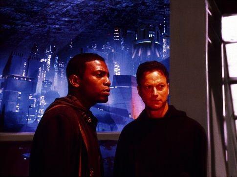 Gary Sinise and Mekhi Phifer in Impostor (2001)