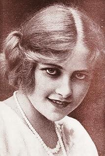 Muriel Ostriche Picture