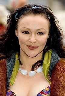 Aktori Frances Barber