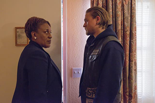 CCH Pounder and Charlie Hunnam in Sons of Anarchy (2008)