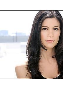 Aktori Lauren Stamile