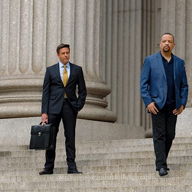 Ice-T and Raúl Esparza in Law & Order: Special Victims Unit (1999)