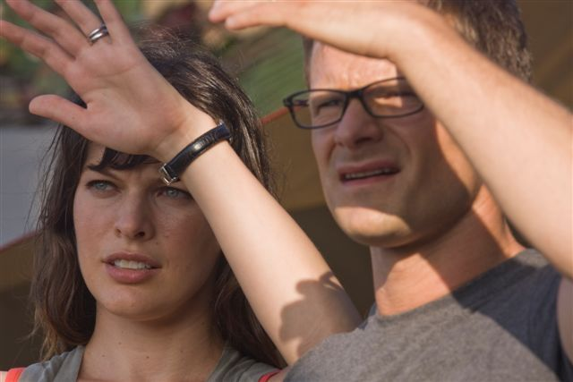 Milla Jovovich and Steve Zahn in A Perfect Getaway (2009)