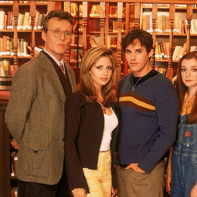 Sarah Michelle Gellar, Alyson Hannigan, Nicholas Brendon, and Anthony Head in Buffy the Vampire Slayer (1997)