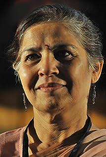 Aktori Suhasini Mulay