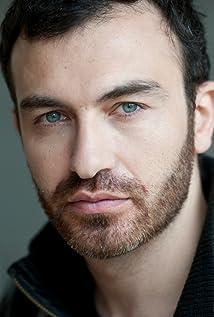 Aktori Sebastien Sisak