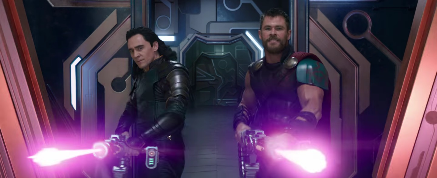 Tom Hiddleston and Chris Hemsworth in Thor: Ragnarok (2017)