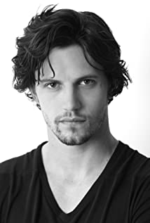 Nathan Parsons Picture