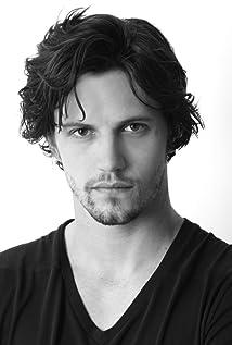 Aktori Nathan Parsons