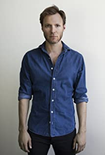 Aktori Tom O'Sullivan