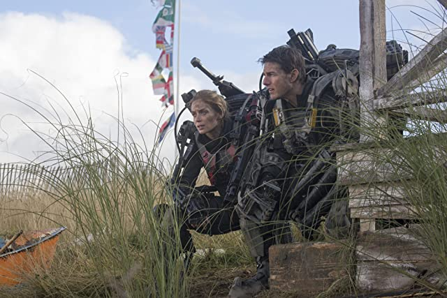 Tom Cruise and Emily Blunt in Edge of Tomorrow (2014)