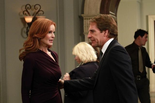 Scott Bakula and Marcia Cross in Desperate Housewives (2004)
