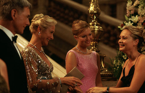 Mark Harmon, Caroline Goodall, Mandy Moore, and Beatrice Rosen in Chasing Liberty (2004)