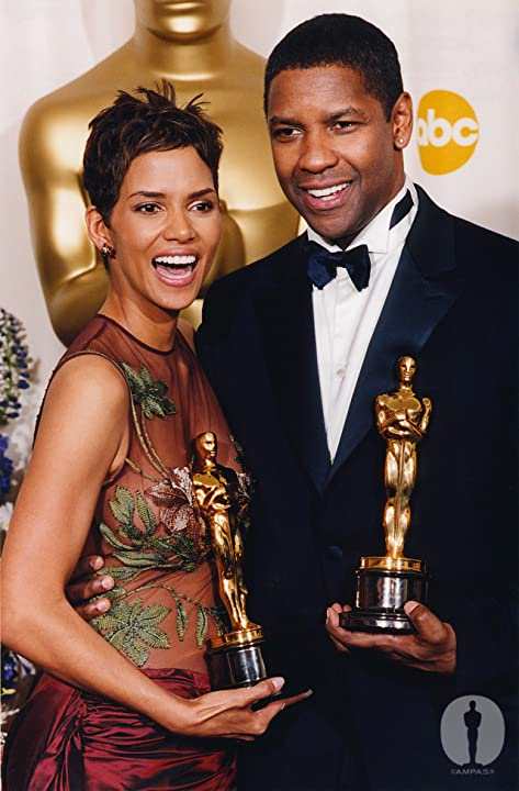 Denzel Washington and Halle Berry at an event for The 74th Annual Academy Awards (2002)