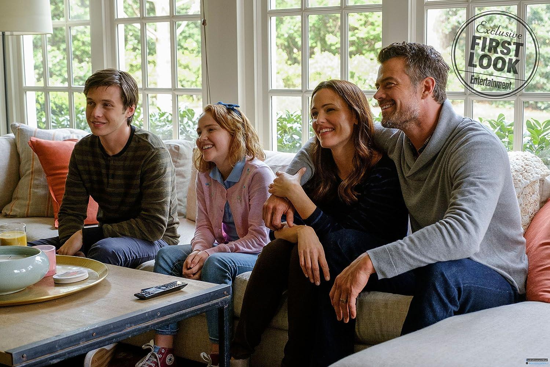 Jennifer Garner, Josh Duhamel, Nick Robinson, and Talitha Eliana Bateman in Love, Simon (2018)