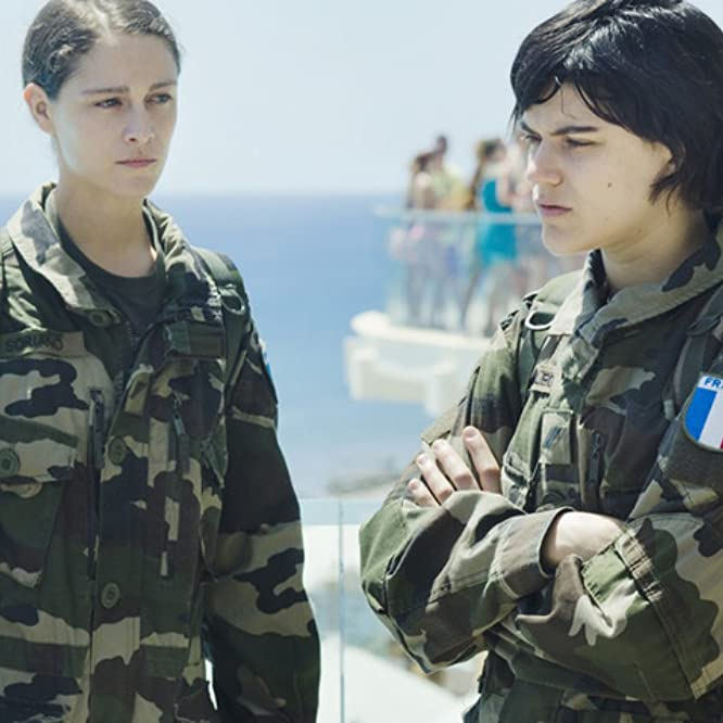Soko and Ariane Labed in Voir du pays (2016)
