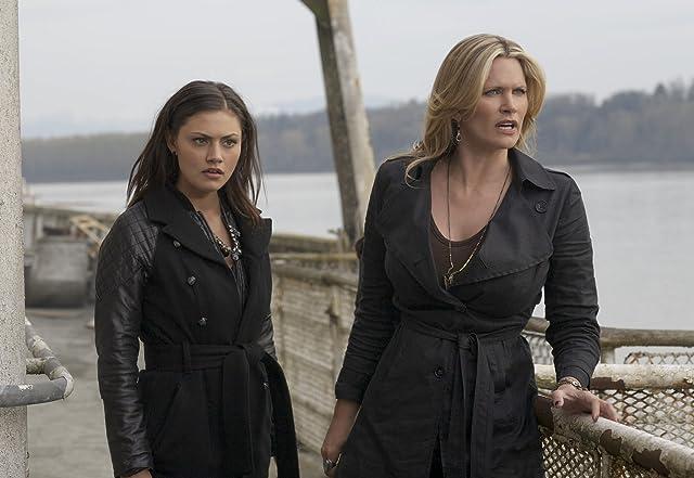 Natasha Henstridge and Phoebe Tonkin in The Secret Circle (2011)