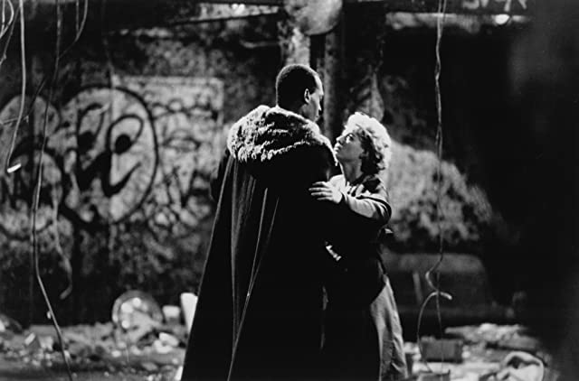 Virginia Madsen and Tony Todd in Candyman (1992)