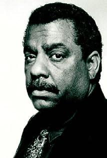Aktori Charles Woods Gray