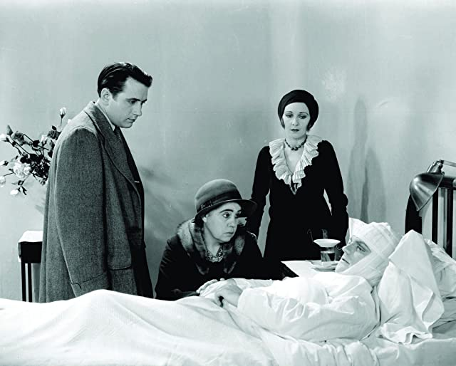 James Cagney, Donald Cook, Mae Clarke, and Beryl Mercer in The Public Enemy (1931)