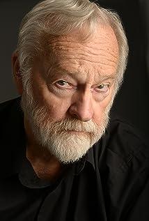 Aktori Gary Sturm