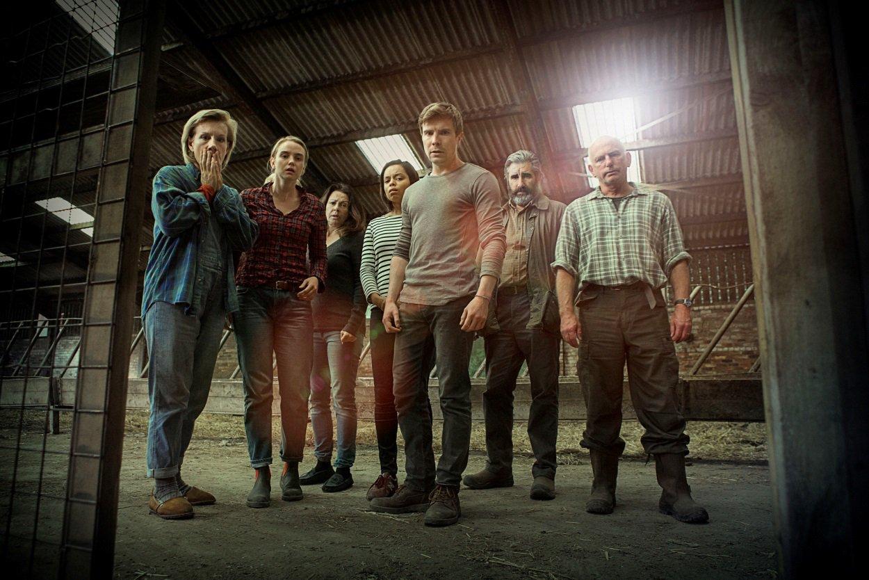 John Lynch, Laura Fraser, Gary Lewis, Juliet Stevenson, Elizabeth Healey, Joe Dempsie, and Joanna Vanderham in One of Us (2016)