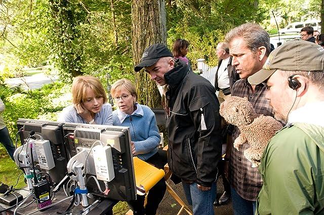 Jodie Foster, Mel Gibson, and Hagen Bogdanski in The Beaver (2011)