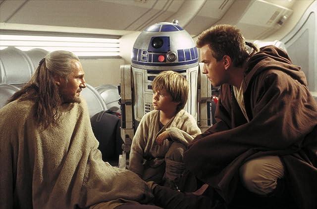 Ewan McGregor, Liam Neeson, and Jake Lloyd in Star Wars: Episode I - The Phantom Menace (1999)