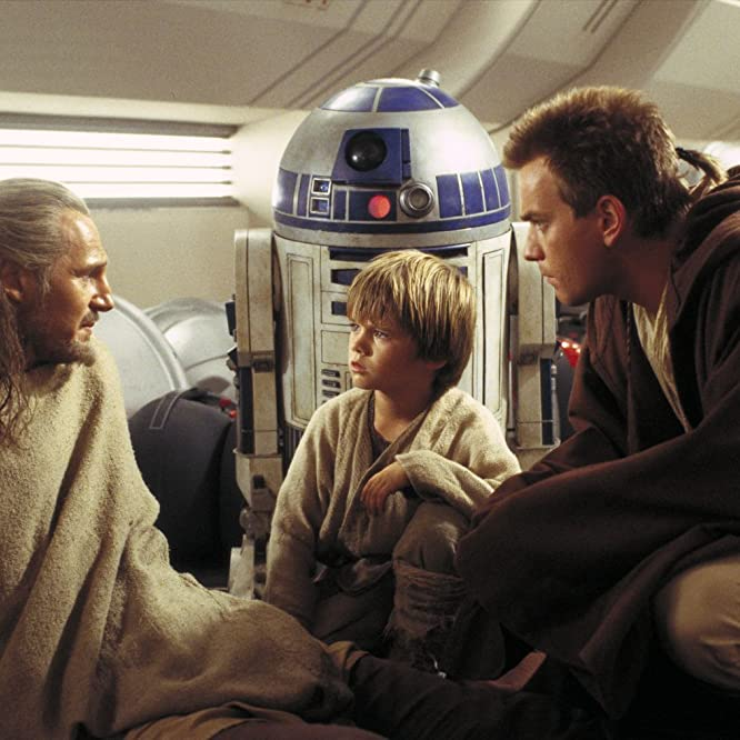 Ewan McGregor, Liam Neeson, and Jake Lloyd in Star Wars: Episodio I - La amenaza fantasma (1999)
