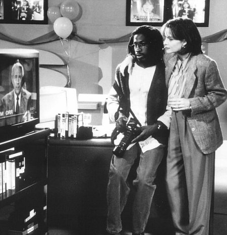 Michelle Pfeiffer and Glenn Plummer in Up Close & Personal (1996)