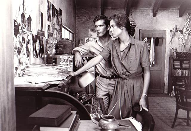 Mel Gibson and Sigourney Weaver in The Year of Living Dangerously (1982)