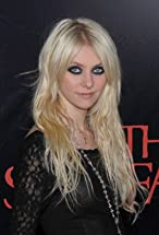Taylor Momsen's primary photo