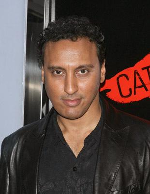 Aasif Mandvi at Catfish (2010)