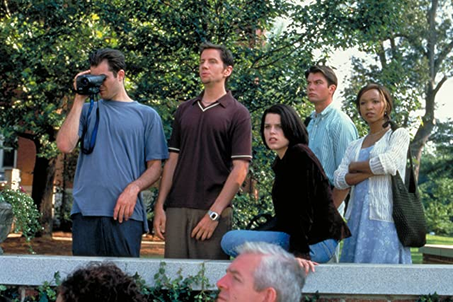 Neve Campbell, Liev Schreiber, Jamie Kennedy, Elise Neal, Jerry O'Connell, and Timothy Olyphant in Scream 2 (1997)