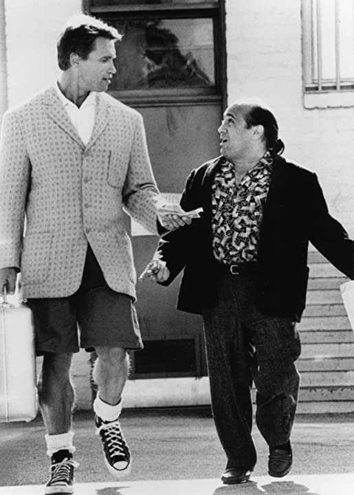 Arnold Schwarzenegger and Danny DeVito in Twins (1988)