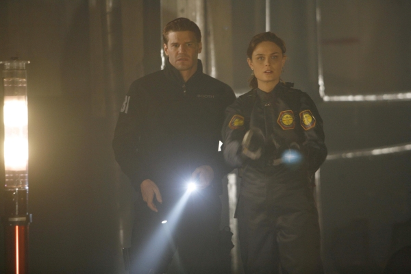 Bones: The Woman in the Tunnel | Season 1 | Episode 16
