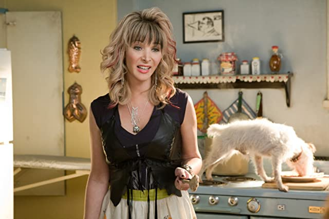 Lisa Kudrow in Hotel for Dogs (2009)
