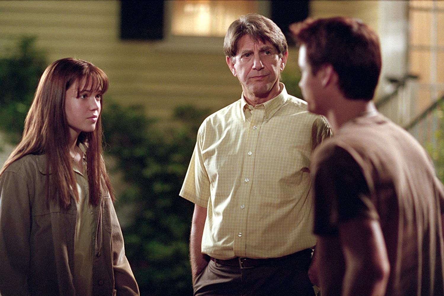 Peter Coyote, Mandy Moore, and Shane West in A Walk to Remember (2002)