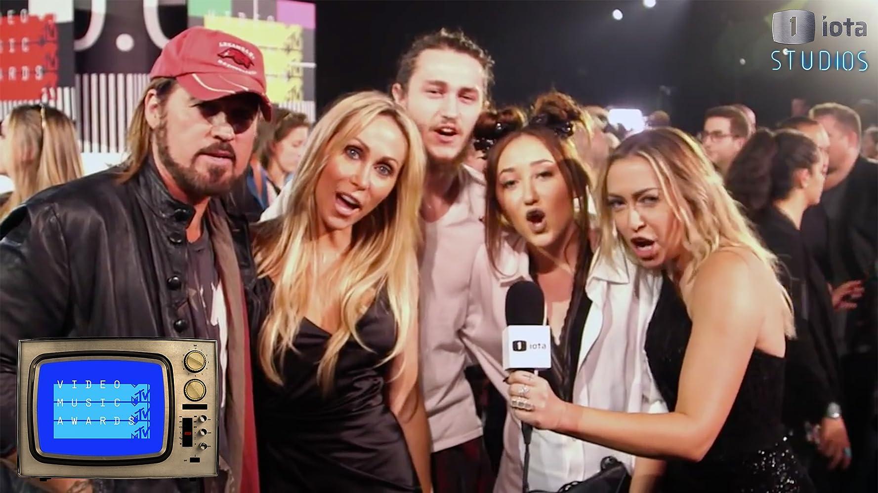 Demi Lovato Photos Photos - 2015 MTV Video Music Awards - Pepsi ...